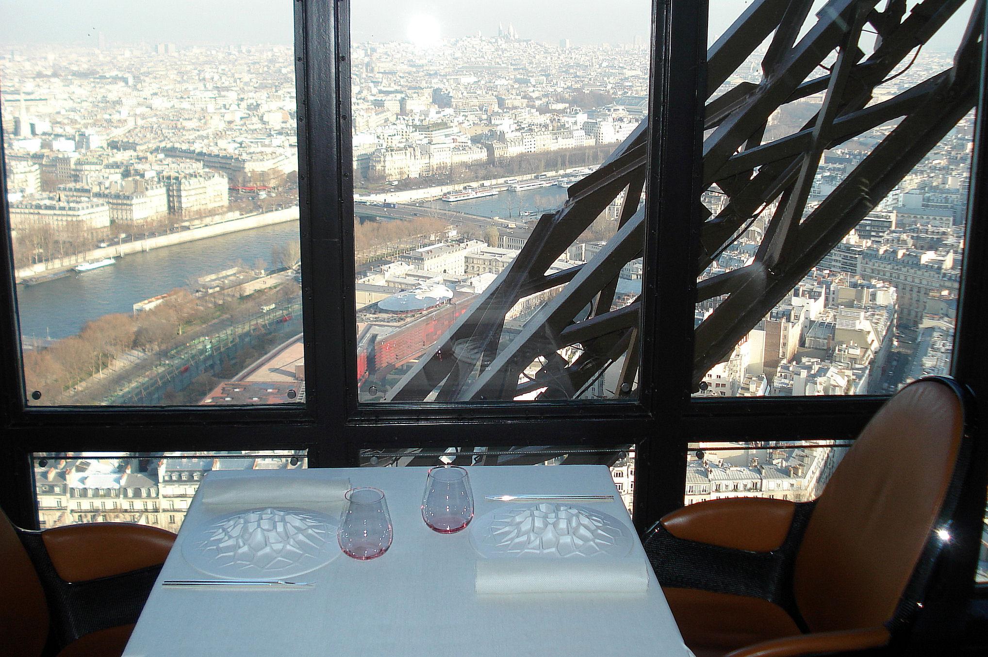 Le jules verne 2 tour eiffel paris - Restaurant dans la tour eiffel ...