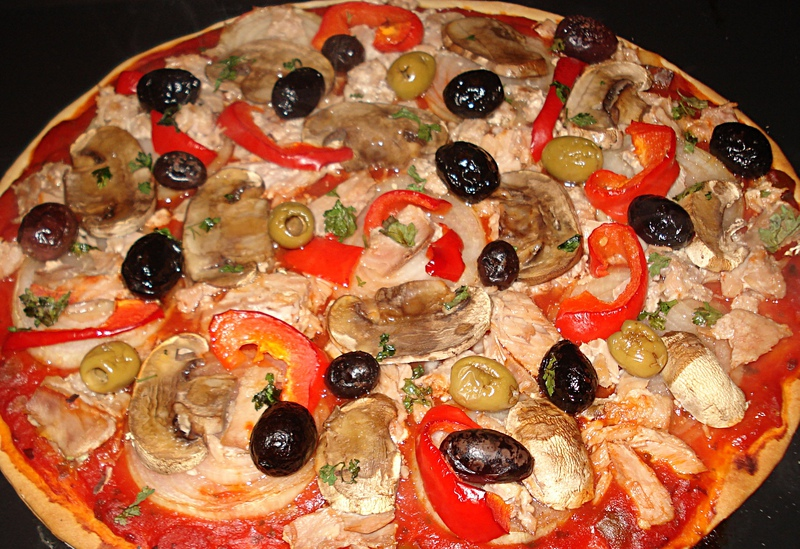 pizza au thon champignons et olives. Black Bedroom Furniture Sets. Home Design Ideas