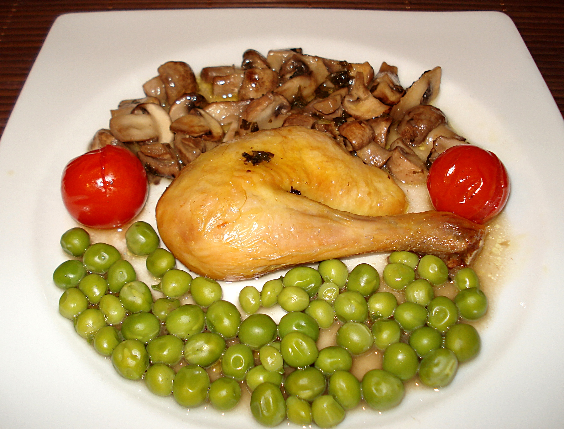 Une recette traditionnelle de poulet rôti aux légumes de printemps