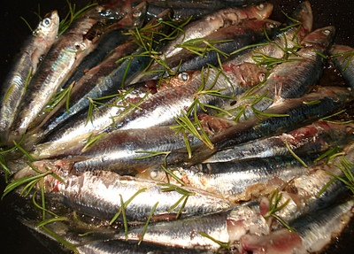 Sardines grill es au romarin - Sardine grillee au barbecue ...