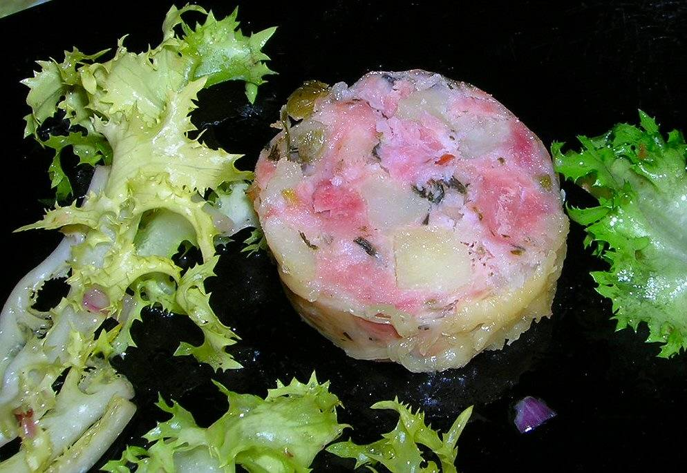 Saucisse aux pommes de terre - Pomme de terre farcie chair a saucisse ...